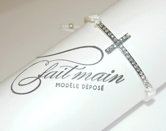 White wire and silver-plated cross charm macrame bracelet