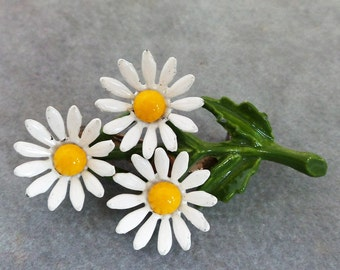 Vintage  Enameled Metal Daisy Pin