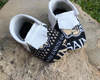 New Orleans Saints Baby Shoes Moccasins - Handmade Moccs // Baby Moccs // Football Moccasins // TEXAS MOCCS // Baby Moccasins // Crib Shoes