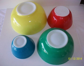 Vintage PYREX Primary Colors set of 4 Mixing bowls