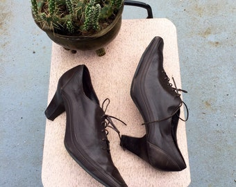 Size 8.5 brown lace up leather victorian granny witch shoes vintage 80s-90s