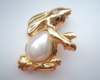 Vintage Unsigned  Goldtone Bunny with Faux Pearl Belly Brooch/Pin