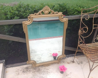 VINTAGE PAGODA MIRROR / Gorgeous Carved Gold Mirror with Pagoda Top Solid Wood Mirror / Carved Mirror / Chinoiserie Mirror Retro Daisy Girl