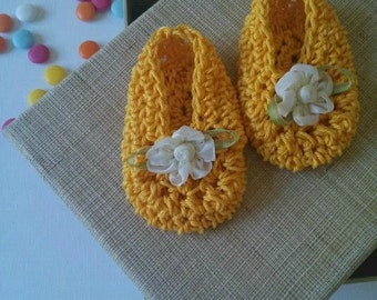 Shoes for mini Cinderellas yellow Sun baby girl shoes look