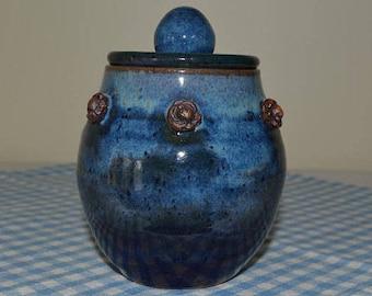 pottery jar with lid, sugar jar, garlic jar, honey jar, jelly jar, condiment jar, blue jar, blue pottery, kitchen pottery, kitchen storage