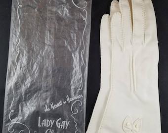 Vintage White Handmade Gloves Size 6 1/2