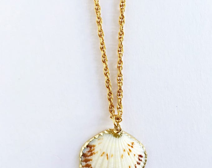 Shell necklace, Golden necklace and sea shell pendant