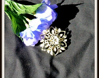 Sara Coventry Brooch Pin, Vintage Sarah Coventry Silvertone Flower Brooch Pin, Mothers Day Gift, Scarf Accessory