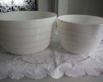 2 PYREX MILKY MIXING bowls, 9'' & 6.5'' in diameter