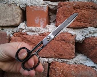 Antique scissors / Craft scissors / Vintage scissors / Embroidery scissors / Traditional scissors / Fabric scissors / Thread scissors /