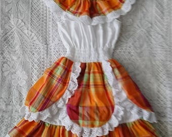 Girl's dress with smocking and lace madras petals