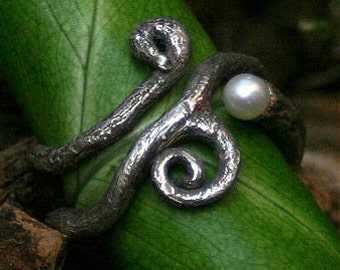 trailing root ring with pearl - unique made in love of silver
