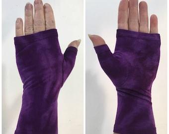 Purple tie dye fingerless gloves, wrist warmers in bamboo blend.
