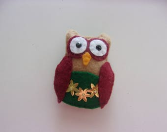 "Handmade Felt OWL  Magnet 2 1/2 ""w x 3"" h"