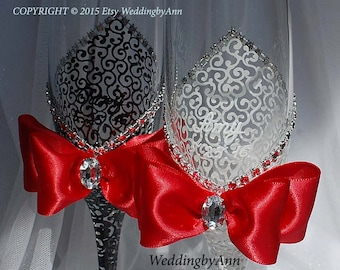 White and Red Wedding Futes, Classic Wedding Glasses, Wedding Champagne Flutes, Bride And Groom, Personalized Toasting Flutes, Wedding gift