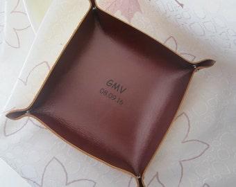 En cuir fourre-tout, plateau en cuir personnalisé, personnalisé gravé plateau organisateur de bureau en cuir, cuir plat, fourre-tout, voyage Valet plateau B