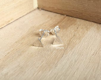 925 Sterling Silver 8mm Triangle Stud Earrings - Tiny Triangle Earrings - Minimalist Earrings - Geometric Stud Earrings - Cartilage helix