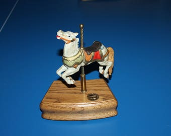 1 Working Merry Go Round Horse Music Box, On off Switch, Wind Up Music Box, American Collection, Comes w Papers, Gorgeous Horse