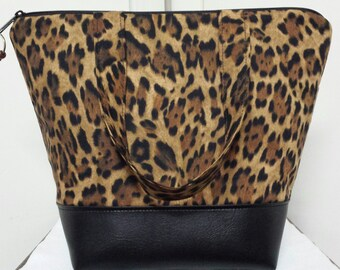 Animal Print Insulated Lunch Bag, Vinyl Bottom, Cheetah Print, Womens, Reuseable, Washable, Nylon Liner with Inner Zipper Pocket, Purse.