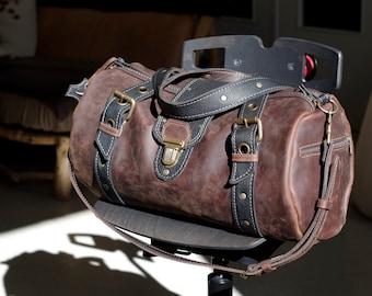 """sac à main """" polochon"""" en cuir marron et noir ,sac de voyage ,homme"""