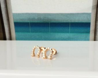 Horseshoe zirconia earrings in sweet rose gold plated 925 sterling silver • Waterproof • Priced to grab