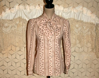 Vintage 70s Clothing 80s Bow Blouse Pussybow Secretary Blouse XS Small Beige Paisley Print College Town Vintage Clothing Womens Clothing