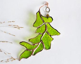 Green Spring Leaf. Stained Glass Suncatcher. Green Oak Leaf.