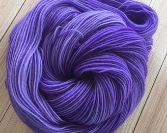 Hand dyed yarn Lilac color 463 yards 4 ply