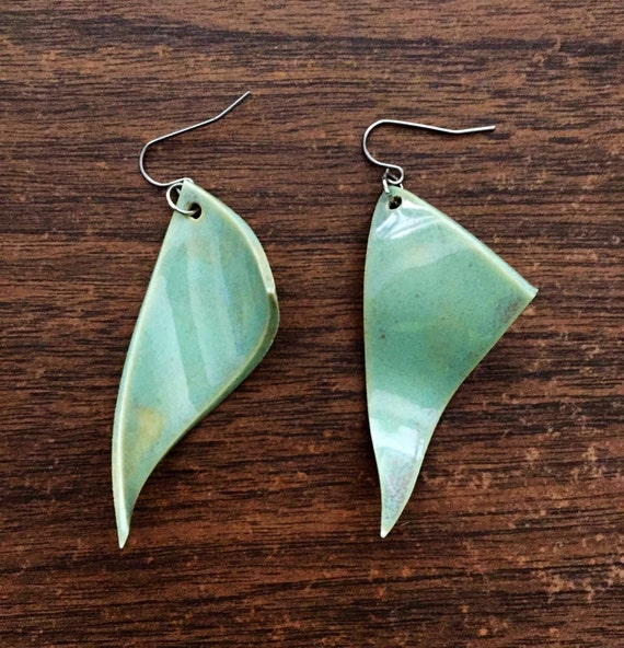 set of two wavy porcelain earrings in turquoise