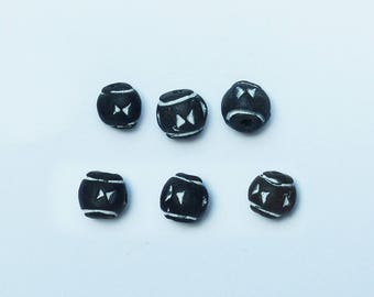 6 beads in black and white clay