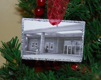 Ornament - St. Laurence High School, Burbank, Illinois