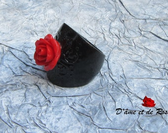 12 black and red rose ring