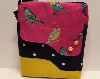 AC32- Crossover: multicoloured bird purse with magnet closure, front and inside pocket and adjustable strap