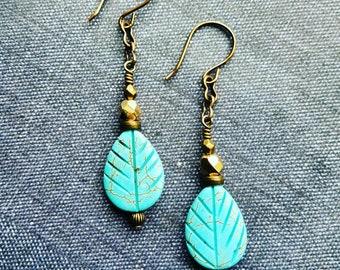 antique brass turquoise czech leaf earrings//antique brass and turquoise dangle earrings//antique brass czech earrings