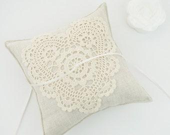 Wedding Ring Pillow / Ring Bearer Pillow / Ring Pillow with Cotton Lace / Rustic Ring Pillow / Linen Ring Bearer Pillow