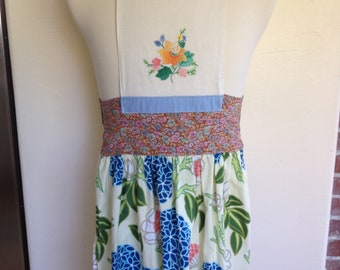 Apron with bib from a vintage appliqued tea towel
