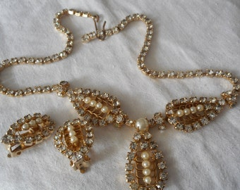 Set VINTAGE Rhinestone & Faux Pearl Gold Metal Tear Drop Costume Jewelry Necklace and Earrings