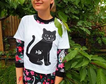 Black Cat Cropped T-shirt, Happy Cat Women's Tee, Graphic Black Cat Shirt, Cat Crop Top, Screenprinted Animal Tshirt, Ladies Cat Lady Tee