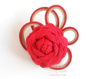 Design brooch with red flower and alcantara strings, handmade textile flower brooches, gift for nature lovers, woman brooch, pins brooches