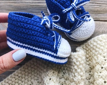 One month old baby booties Blue crochet sneakers for boy Hand knitted baby boots Newborn soft sole booties Baby shower boy prop Loafer Moccs