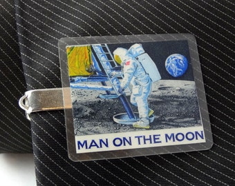 "Vintage 1960s Tie Clip Bar Man On THE MOON 5cm 2"" Laminated Newspaper Clip?"