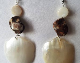 Mother of pearl drop earings with mica stone