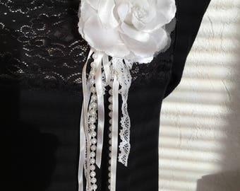 Weiße Hochzeit Zeremonie Blumenbrosche Perlen Spitze Federn