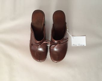 dark chestnut leather clogs | wooden platform high heel clogs | leather bow clogs | 8