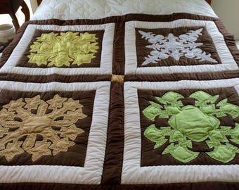 "Hawaiian quilt - Appliqué Quilt  - hand & machine quilted - Hawaiian Decor - 62 1/2"" x 61"" - 4 different blocks - vintage 1977"