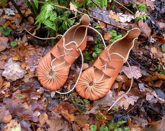 Iron - Leather laces - Minimalist sandals / Barefoot feel / Earthing / Handmade / Vegetable tanned leather / Iron Age sandals