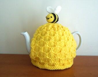 Bee tea cosy, teacher gifts. Standard 4-6 cup tea pot, with a bee on top. Great gardener present , and garden decor. Yellow teacozy.