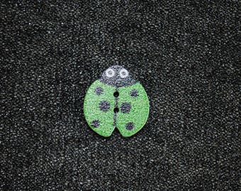 Green Ladybug 16 x 18 mm wooden button