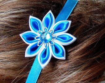 Elastic headband with kanzashi white/turquoise flower