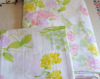 Vintage Twin Size Flat Sheet and Matching Pillow Case Cottage Chic Sweet Pea Flowers Wamsutta Ultracale Made in USA